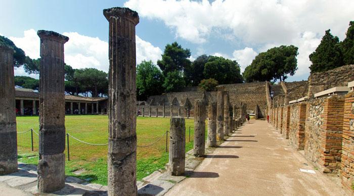 Pompeii historic ruins