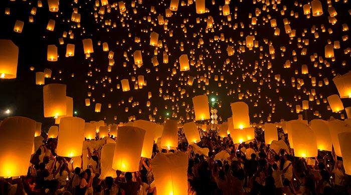 Flying Sky Lantern on Yeepeng festival in Chiangmai Thailand