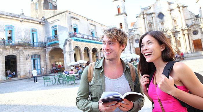 Tourists couple travel in Havana